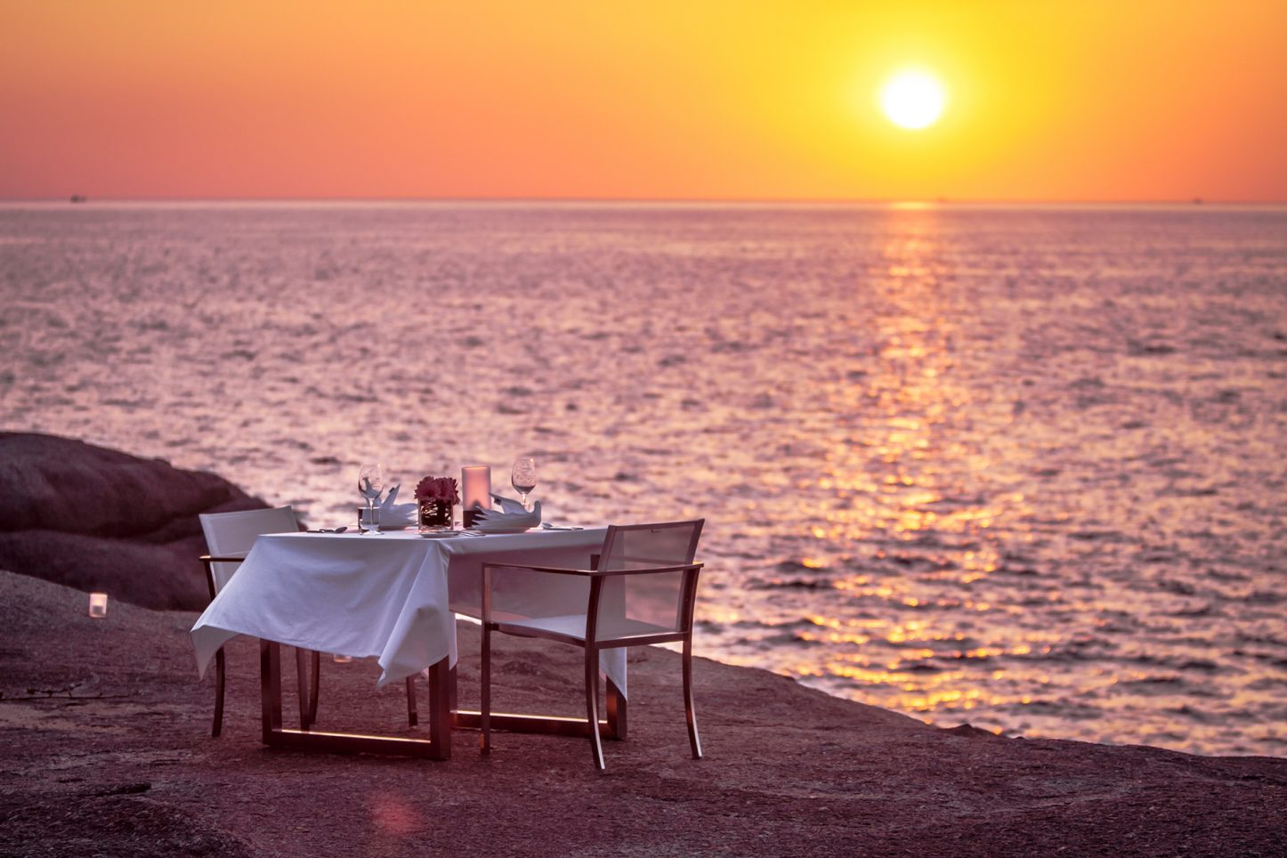 Romantic, seaside candle lit dining 'on the rocks