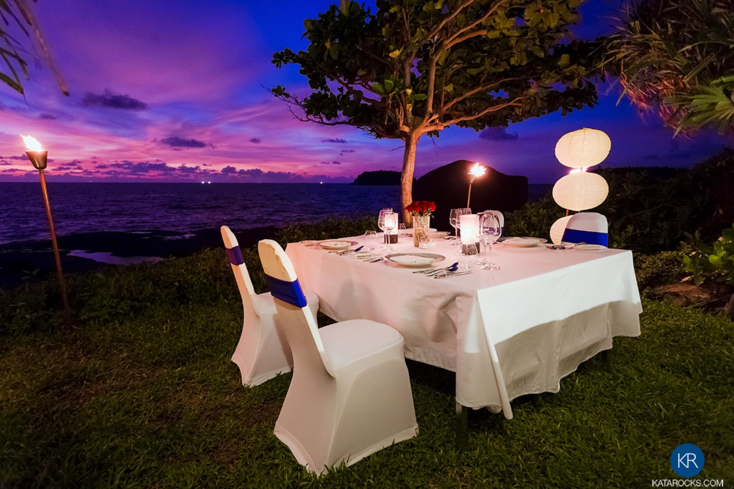 Romantic, seaside candle lit dining 'on the rocks' fronting the resort