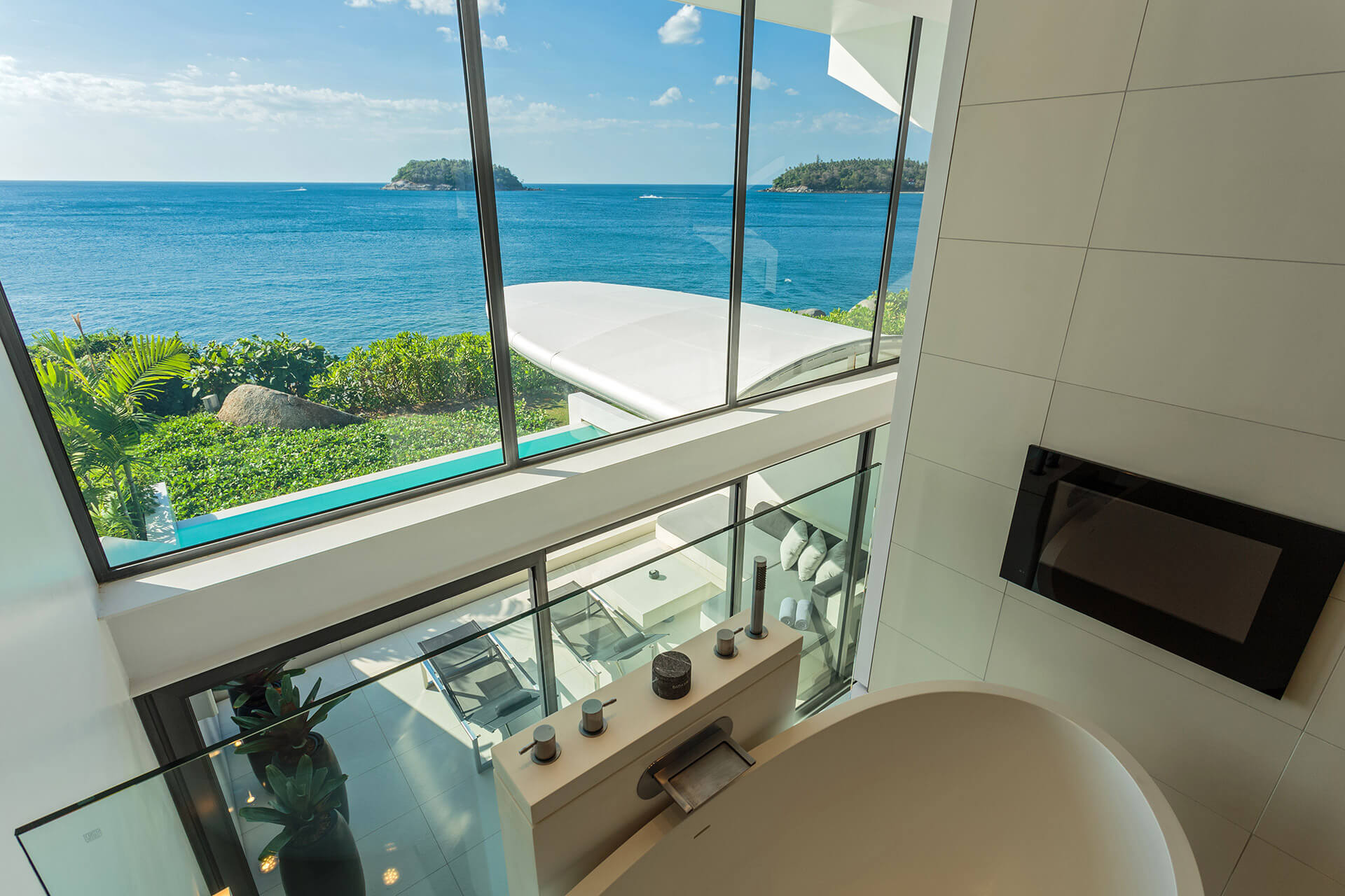 One-bedroom 'Ocean Loft' Sky Villas - View from bathroom