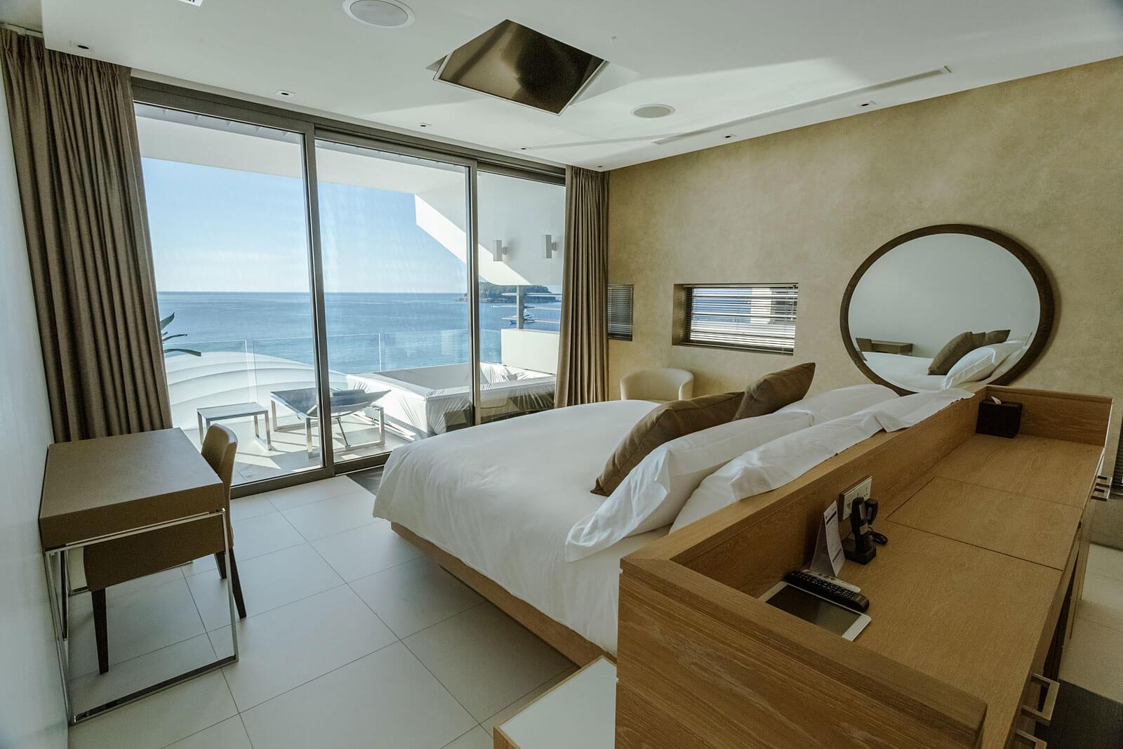 Four-bedroom Sky Pool Villa Penthouses - Master bedroom
