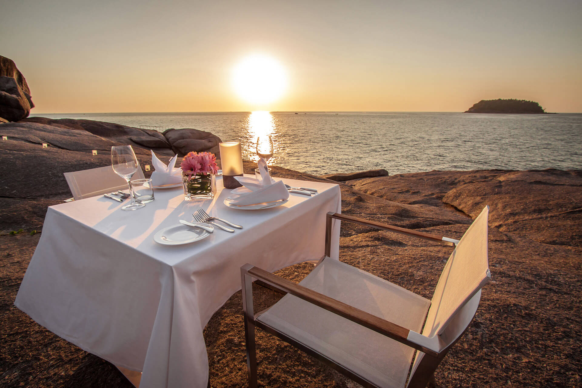Destination Dining on the Rocks