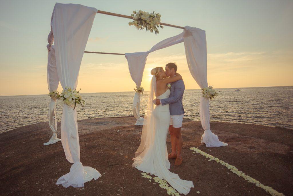 Wedding on the rocks at Kata Rocks