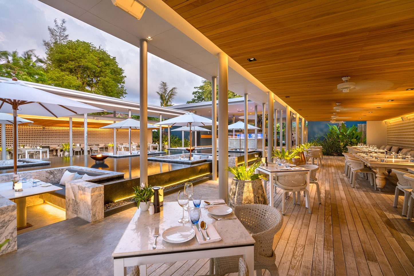 Palm Seaside Restaurant, Lounge & Bar