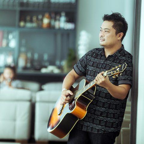 Jeo Zerna - Resident Musician at Kata Rocks