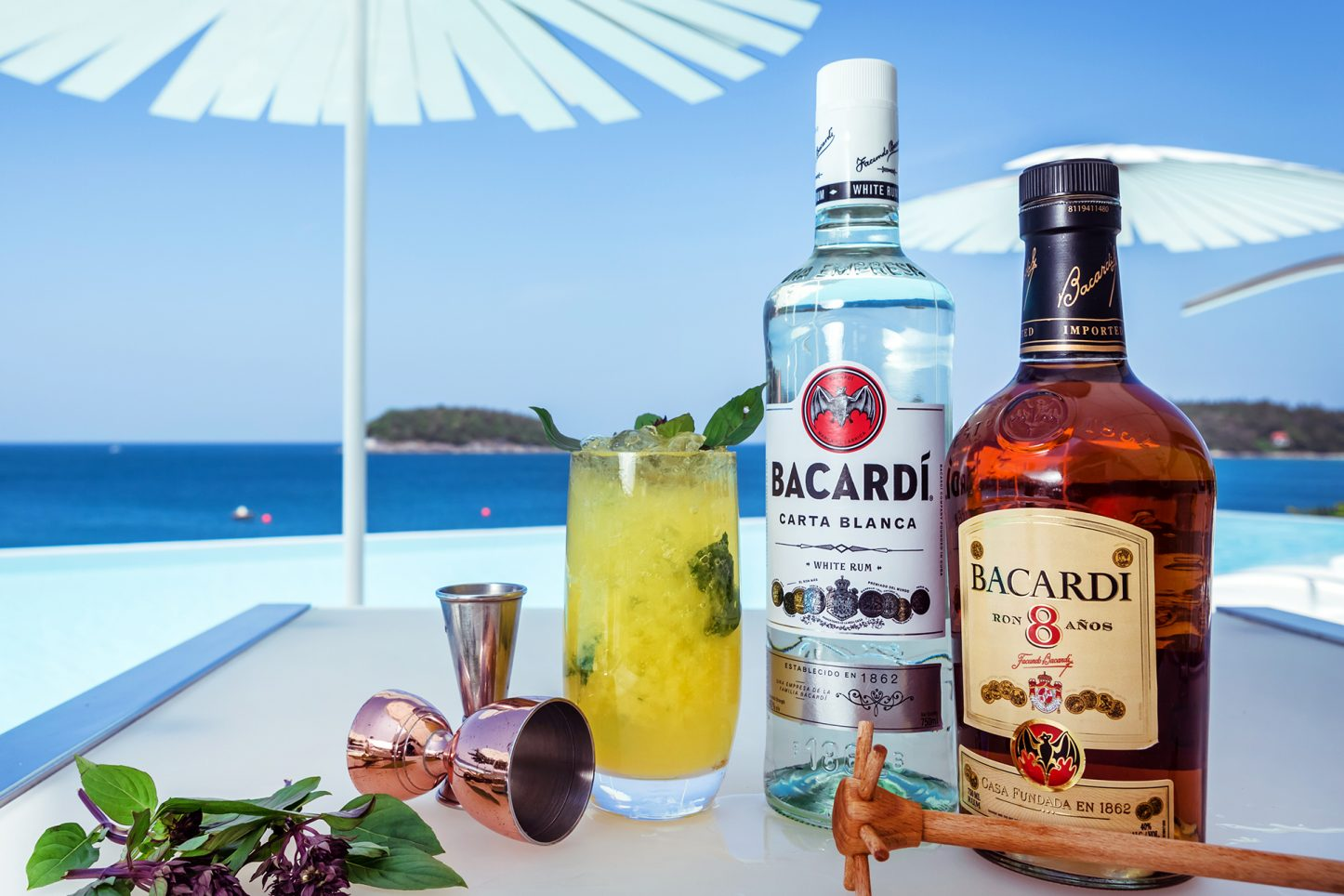 Cocktails at Kata Rocks oceantfront clubhouse