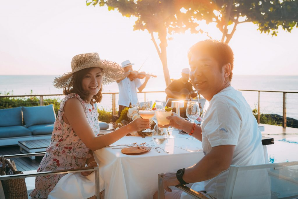 Chase the sunset - Happy Hour promotion at the Kata Rocks Clubhouse