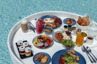 Floating Breakfast 01